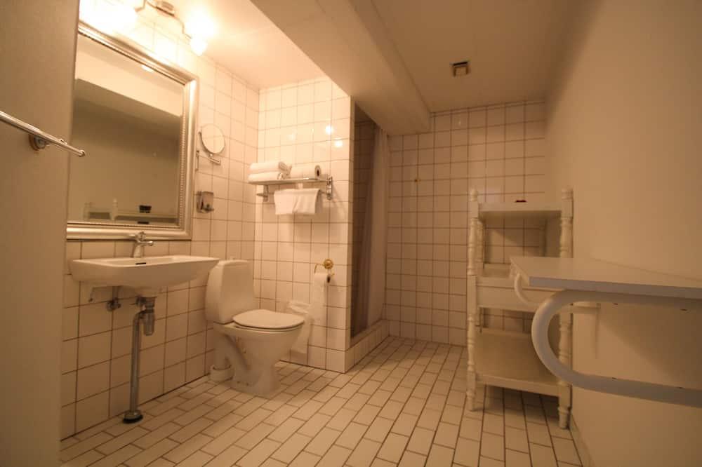 ห้องซิงเกิล, อาคารเสริม - ห้องน้ำ