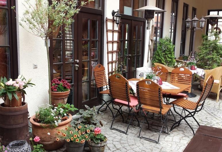 Hotel Zur Goldenen Sonne, Quedlinburg, Speisen im Freien