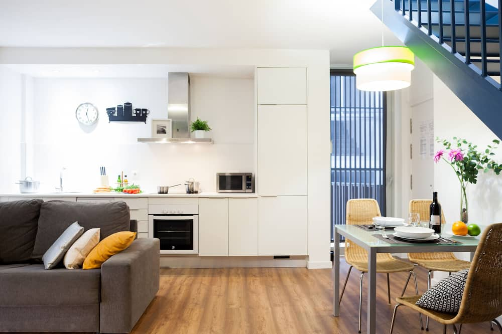 Departamento, 2 habitaciones, terraza (Carrer de Bilbao 11) - Servicio de comidas en la habitación