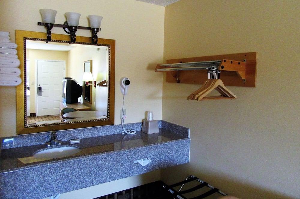 Quarto Standard, 1 cama king-size, Não-fumadores - Lavatório na Casa de Banho