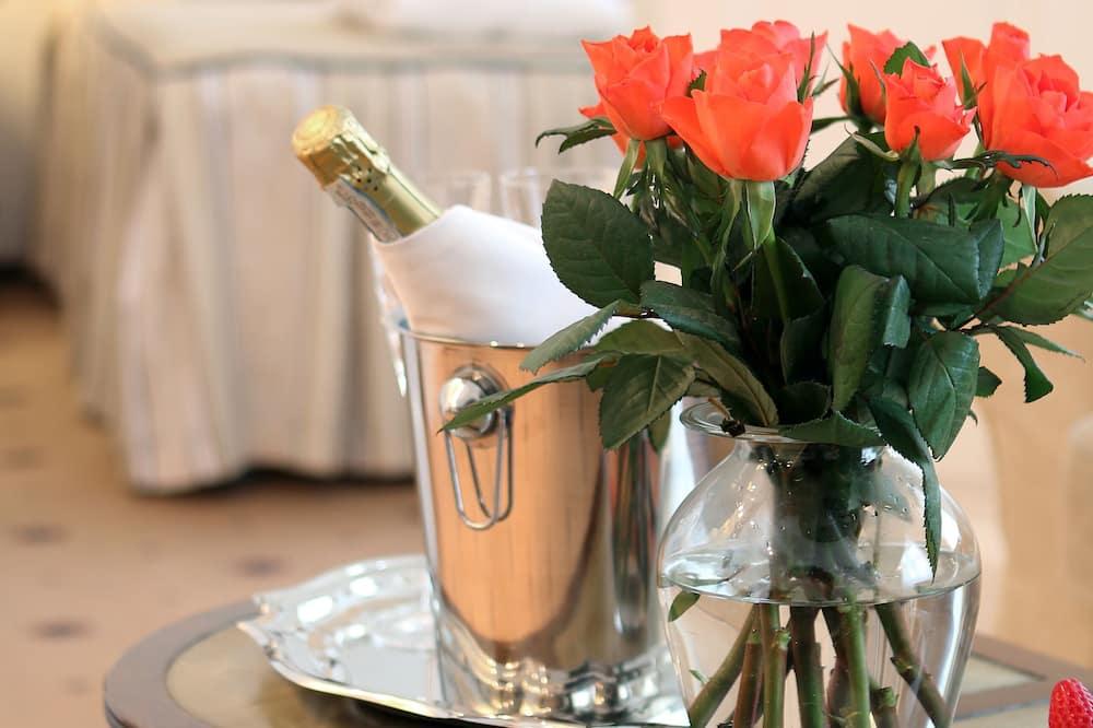 Romantic Suite - Living Room