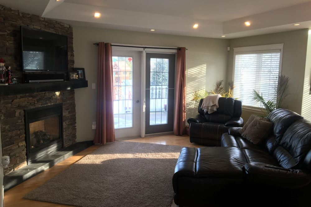 Executive House, 4 Bedrooms - Living Room