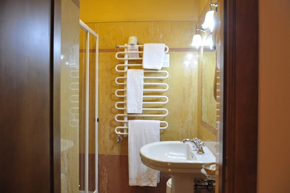 Vienvietis kambarys su patogumais, iš miegamojo pasiekiamas vonios kambarys - Vonios kambarys