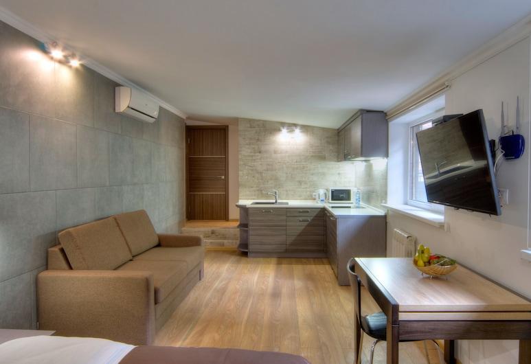 KievInn, Kyiv, Deluxe-Studio, Whirlpool, Küche im Zimmer
