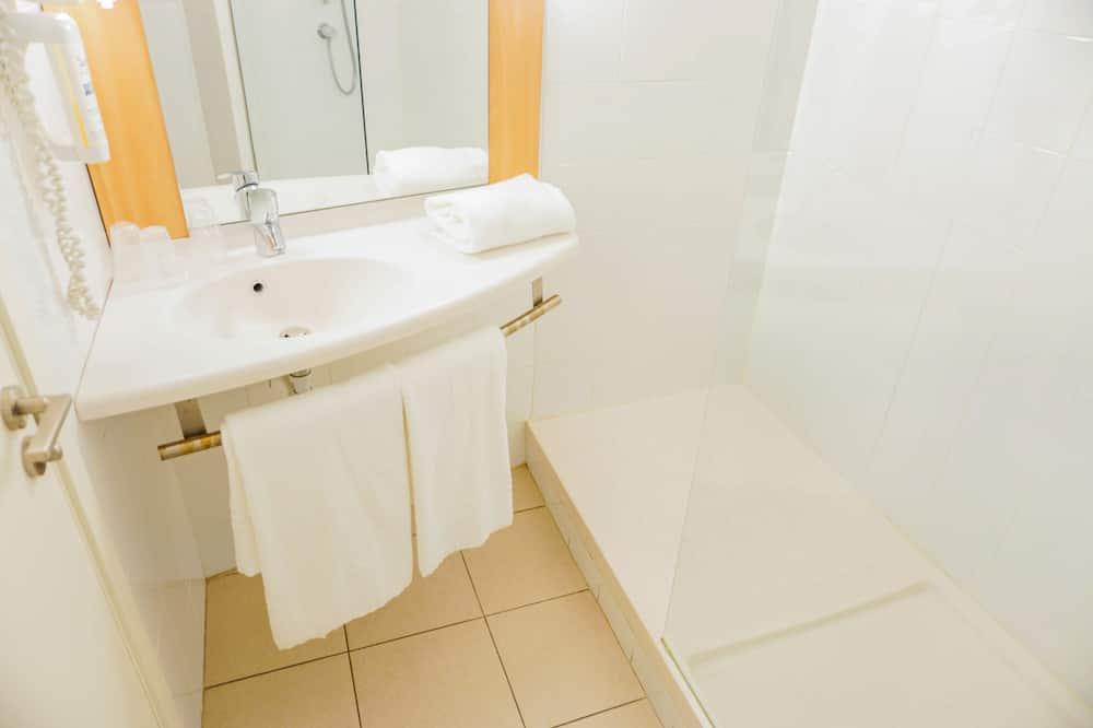 Štandardná dvojlôžková izba - Sprcha v kúpeľni