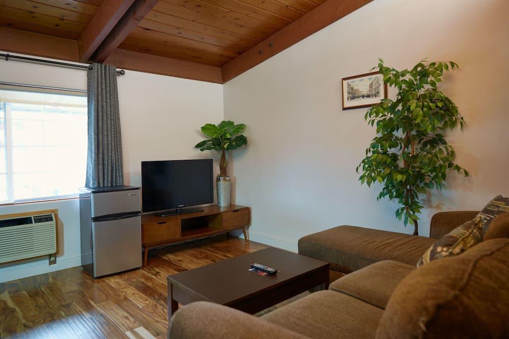 Suite, 2 Queen Beds - Living Room