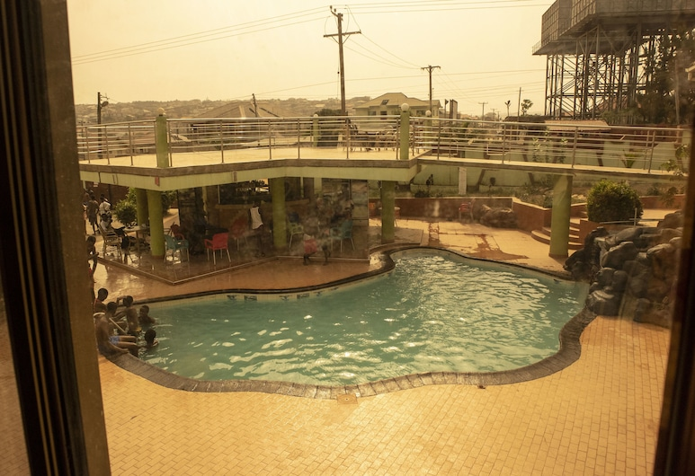 Crown Liberty Hotel, Accra, Outdoor Pool