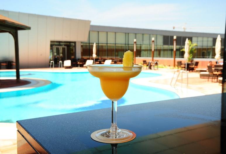 Talatona Convention Hotel, Луанда, Открытый бассейн