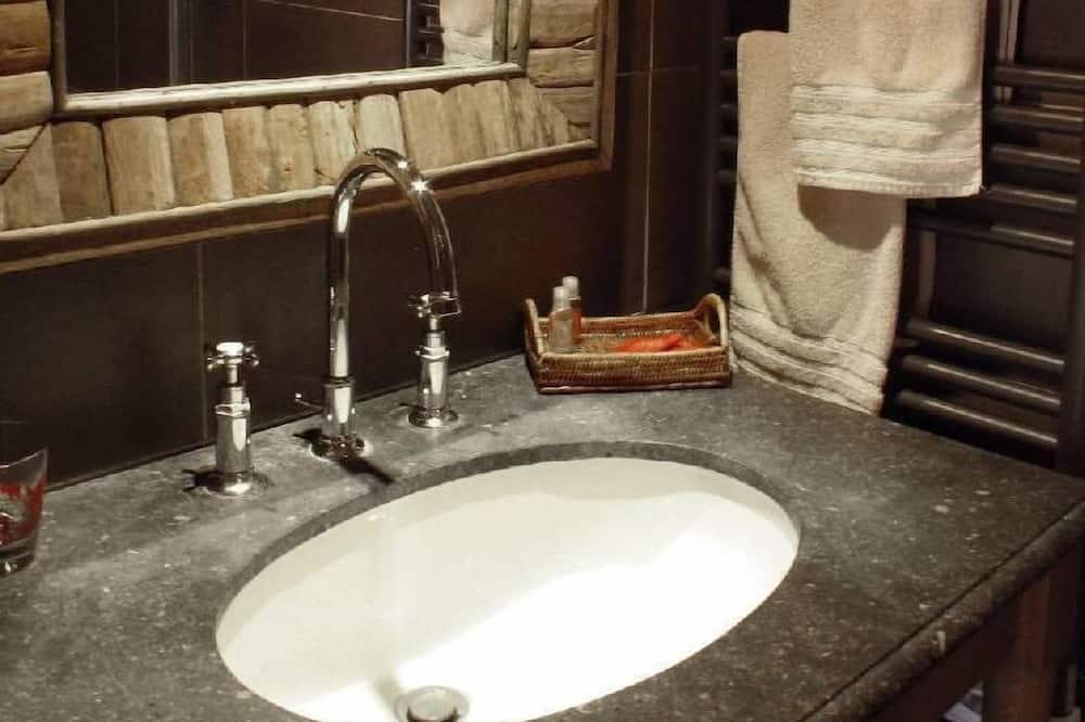 Двухместный номер «Комфорт» с 1 двуспальной кроватью (Boqueteau) - Раковина в ванной комнате