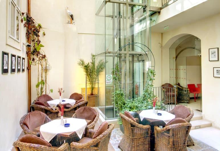 Hotel Three Storks, Praga, Salottino della hall