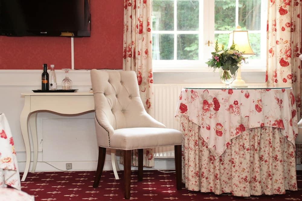 Romantic Double Room (Brudeværelse) - Living Area