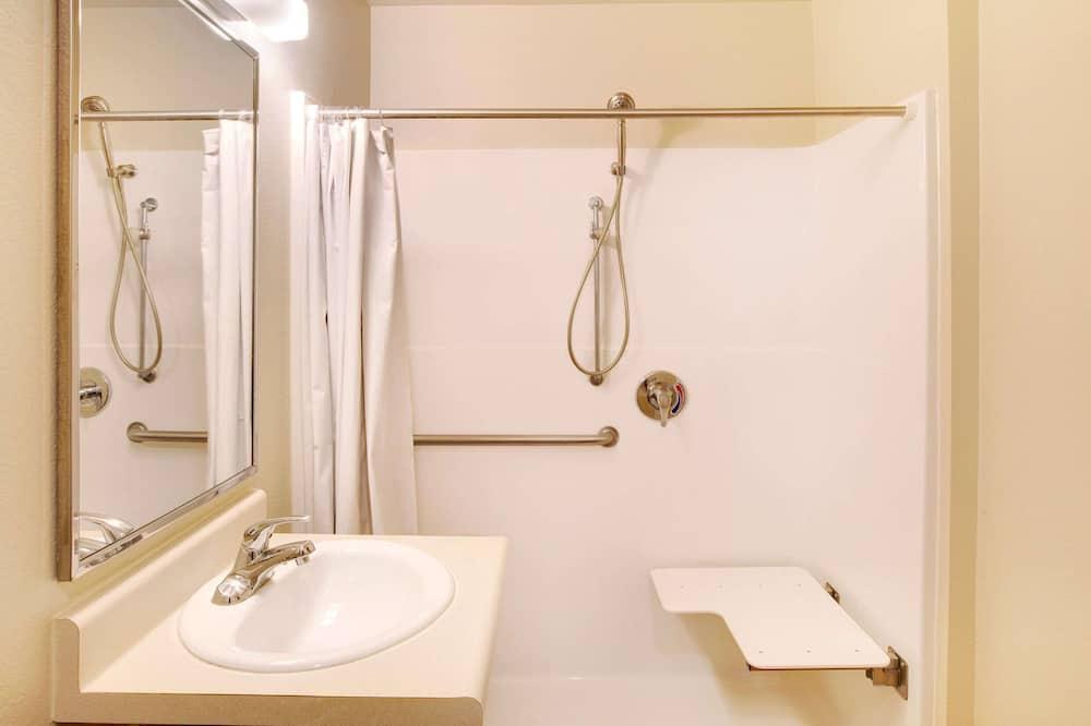 Room, 1 Double Bed, Accessible, Smoking - Bathroom