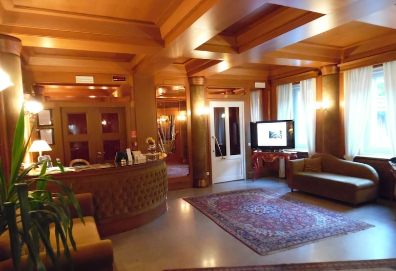 Auronzo, Auronzo di Cadore, Interior de la entrada