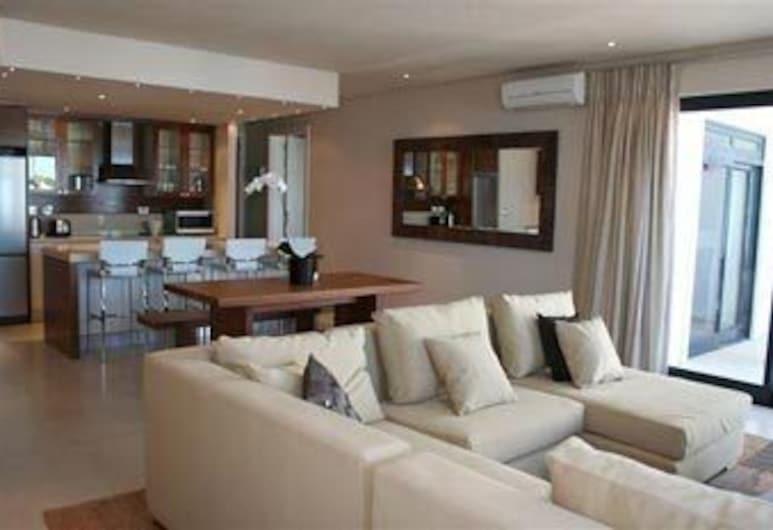 Marine Square Luxury Holiday Suites - Apartments, Hermanus, Stofa