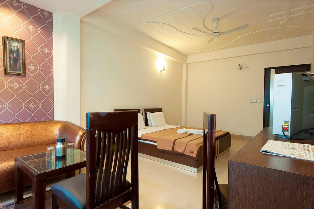Premium Room, 1 Double Bed - In-Room Dining