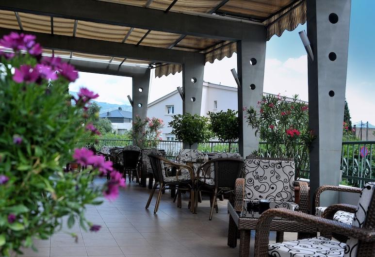 Keto Hotel, Podgorica, Avatud veranda