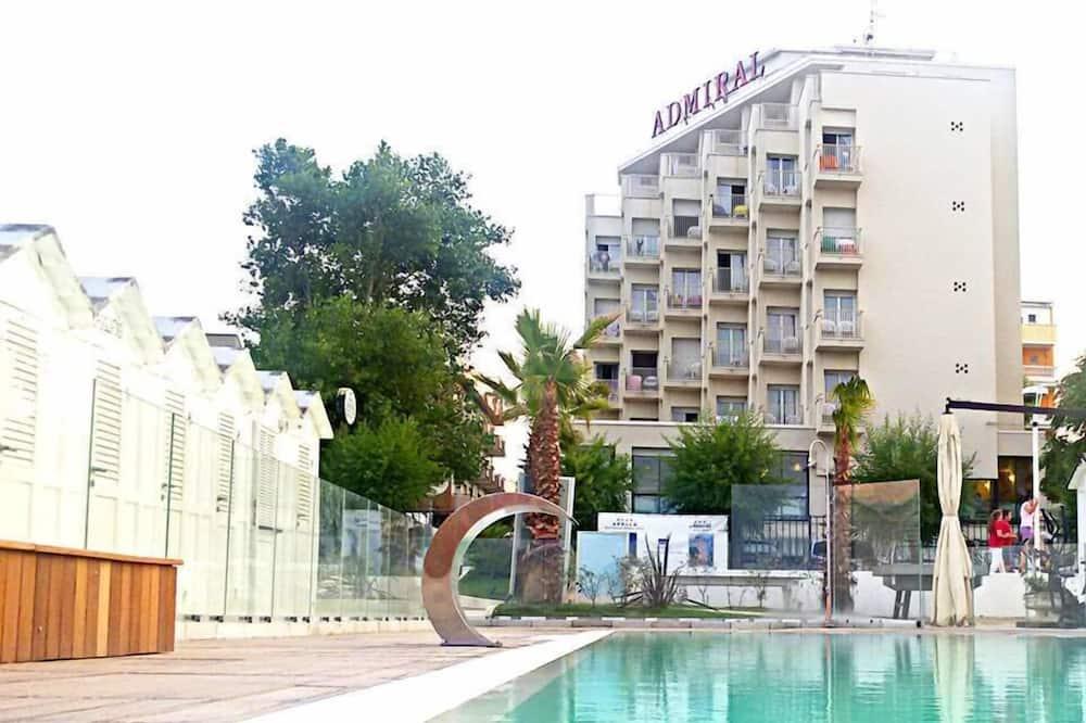 Útilaug