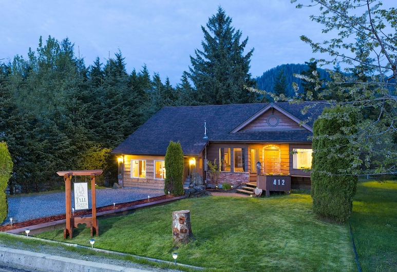 Tall Trees Bed & Breakfast, Prince Rupert, Hotel Front – Evening/Night