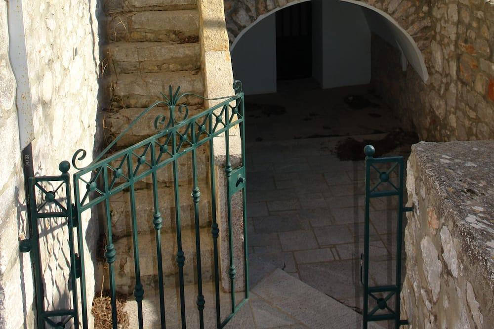 Exclusive Kır Evi, 2 Yatak Odası, Tepe Manzaralı, Avlu - Balkon