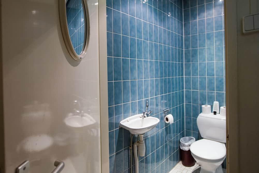Dobbeltværelse til 1 person - fælles badeværelse - Badeværelse