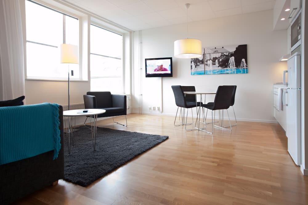 Two Room Apartment - סלון