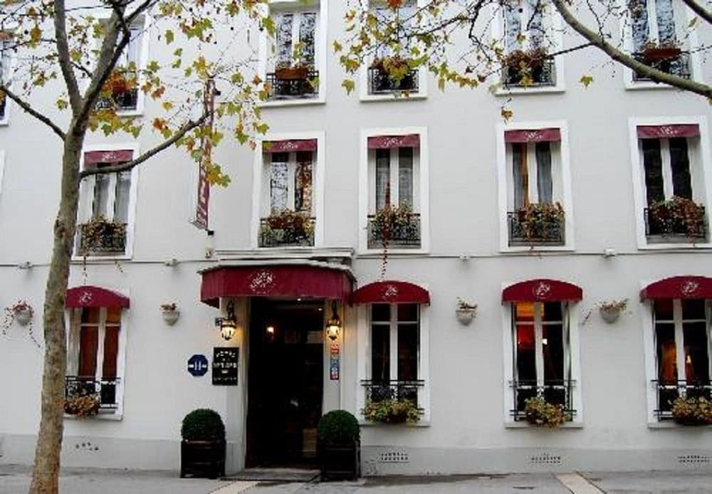 Book hotel de la porte dor e in paris for Hotels near la porte
