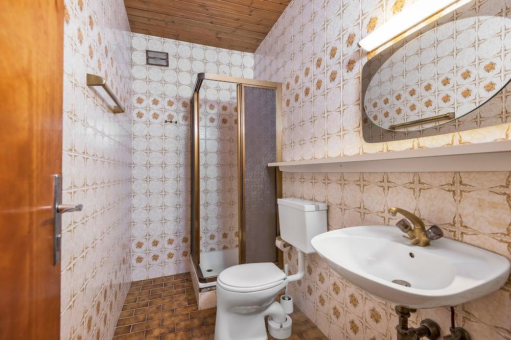 Habitación cuádruple, balcón - Cuarto de baño
