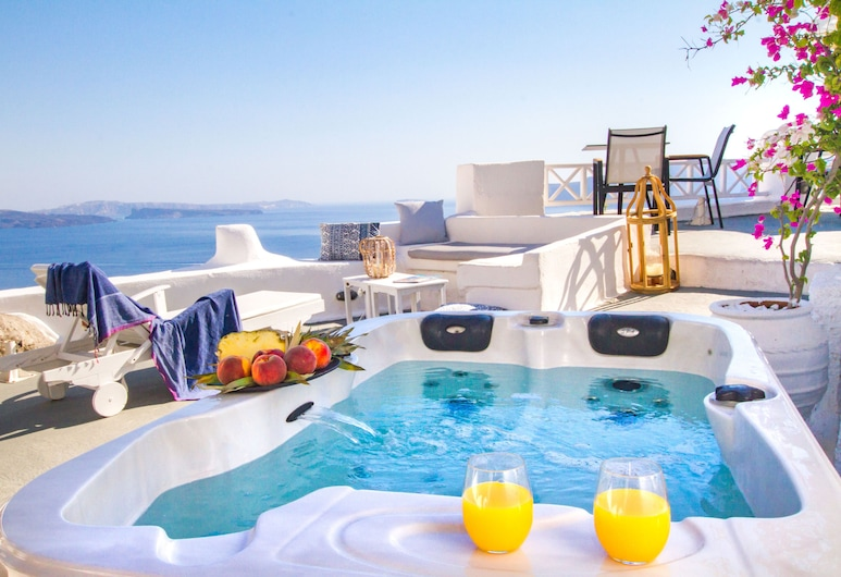 Alexander's Suites, Santorini, Superior Suite with Outdoor Hot Tub, Terrace Sea View (Cave), Outdoor Spa Tub