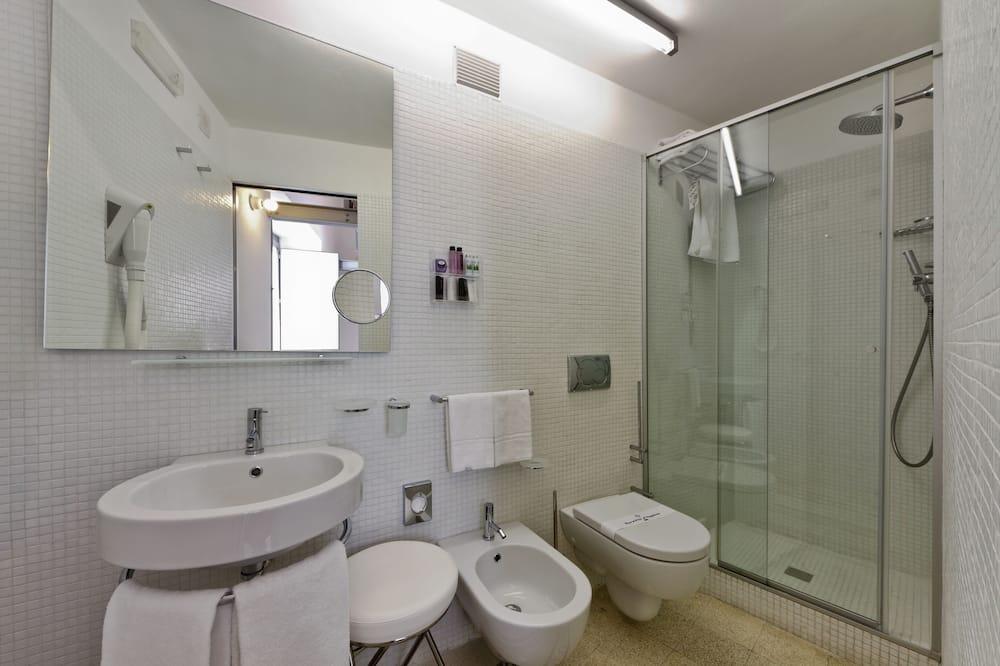 Superior Double Room, 1 Double Bed, Private Bathroom, Garden View - Bathroom
