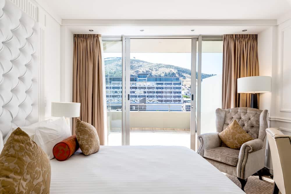 Deluxe Studio, 1 King Bed - Guest Room View