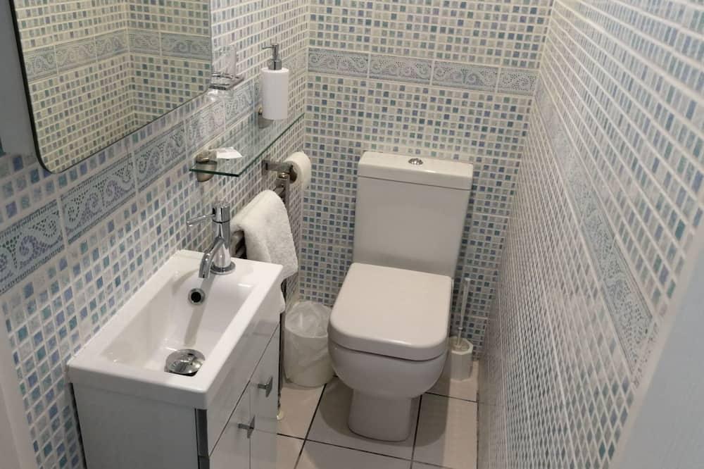 Single Room, Private Bathroom (Not Ensuite) - Bathroom