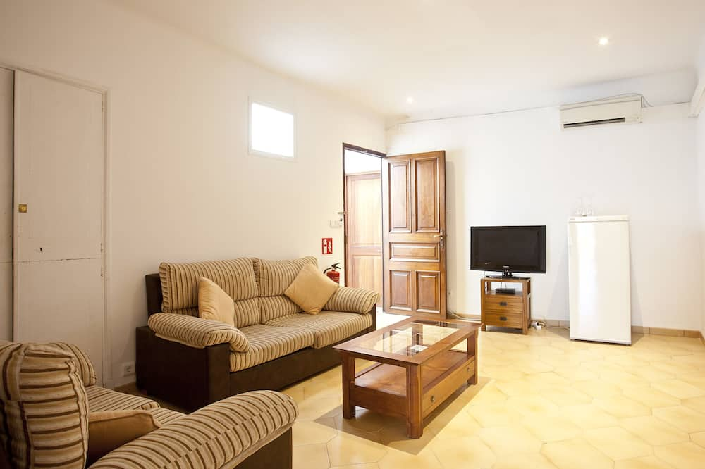 Penthouse Apartment, 3 Bedrooms, Balcony - Living Room