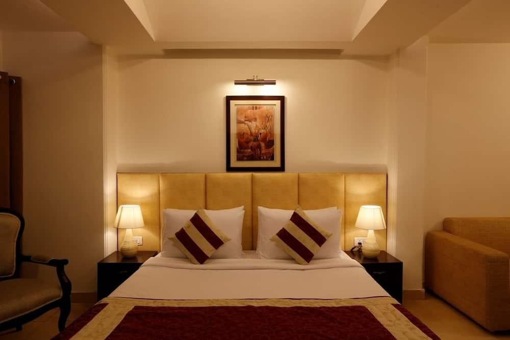 Suite, 3 Bedrooms - Living Room