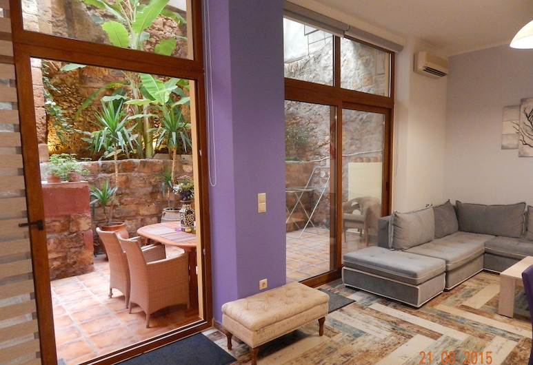 Kasteli Suites, Chania, Honeymoon Apartment, Garden Area (outdoor spa tub, fee), Guest Room