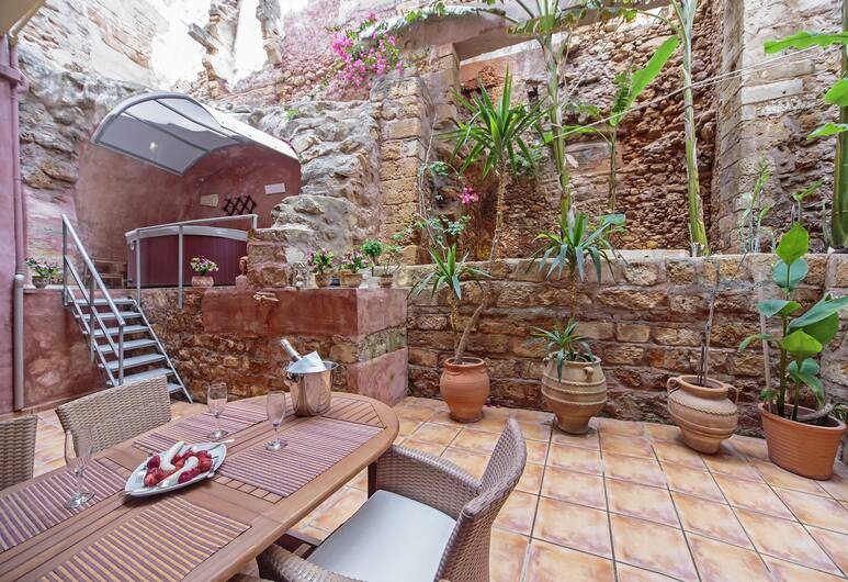 Kasteli Suites, Chania, Honeymoon Apartment, Garden Area (outdoor spa tub, fee), Guest Room