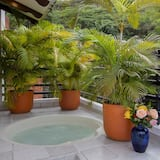 Căn hộ (Suite with Jacuzzi) - Bồn tắm spa riêng