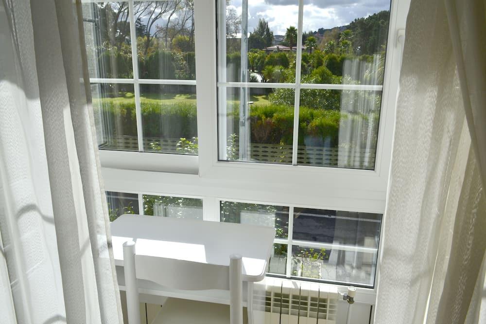 Superior Tek Büyük Yataklı Oda, Kısmi Deniz Manzaralı - Balkon