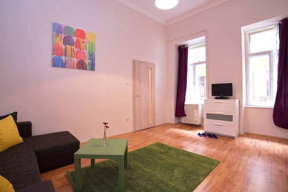 Book Opera Guesthouse & apartments in Budapest | Hotels.com