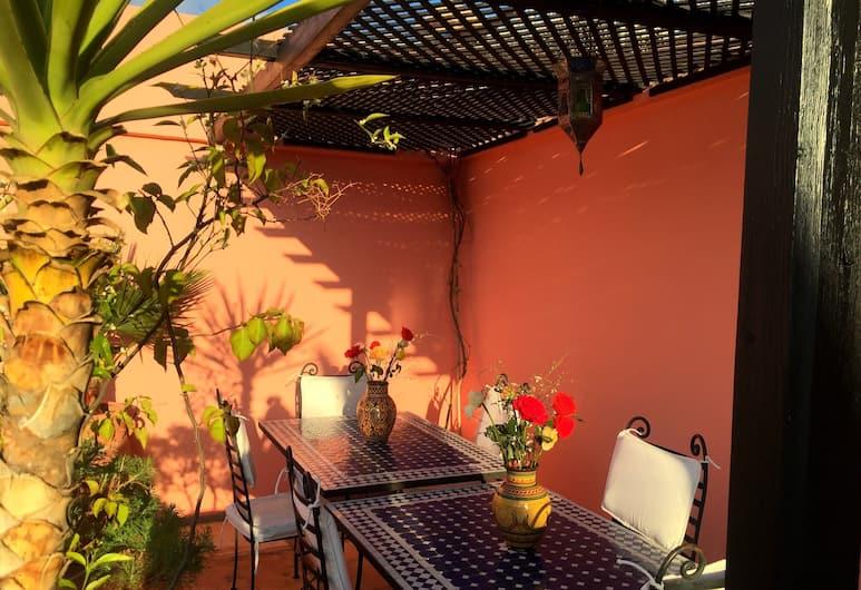 Riad Al Jana, Marrakech, Tempat Makan Luar