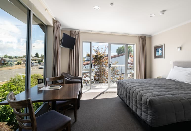 Lake Taupo Motor Inn, Taupo, One Bedroom Unit, Guest Room