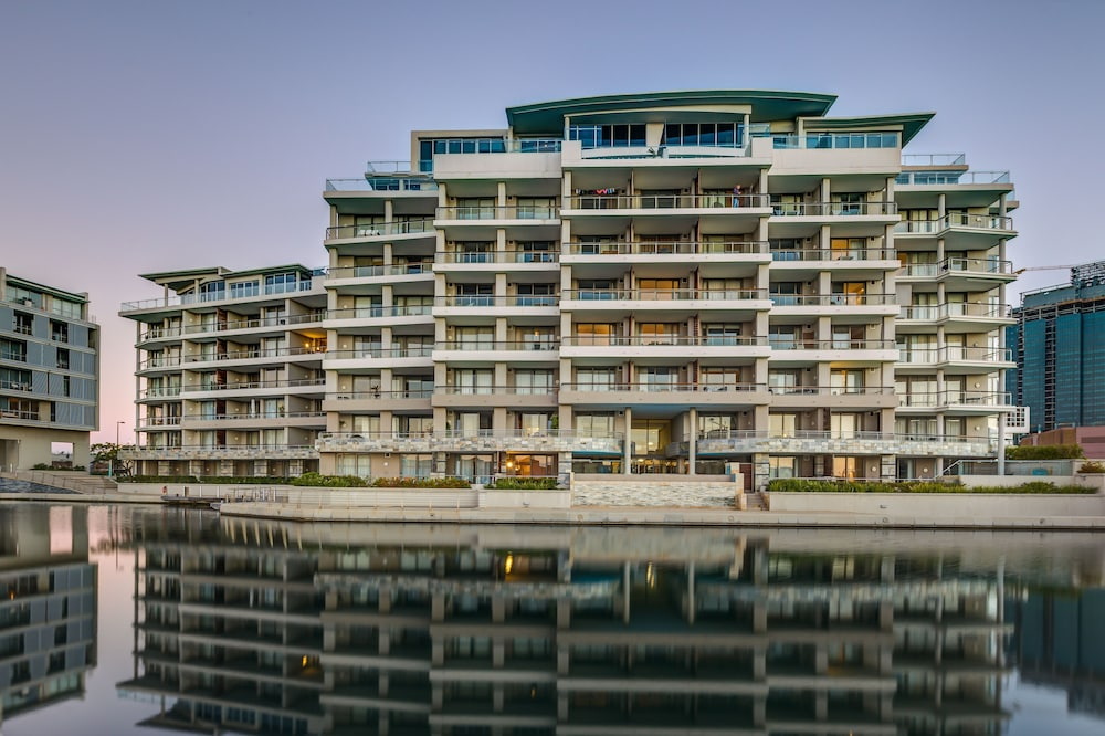 Canal Quays Luxury Apartments, Cape Town