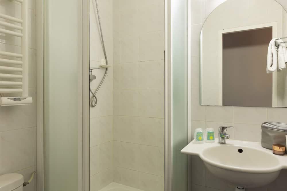 Double or Twin Room, Non Smoking - Bathroom