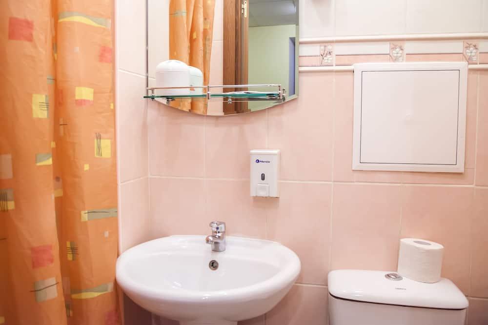 חדר סטנדרט טווין - מקלחת בחדר הרחצה