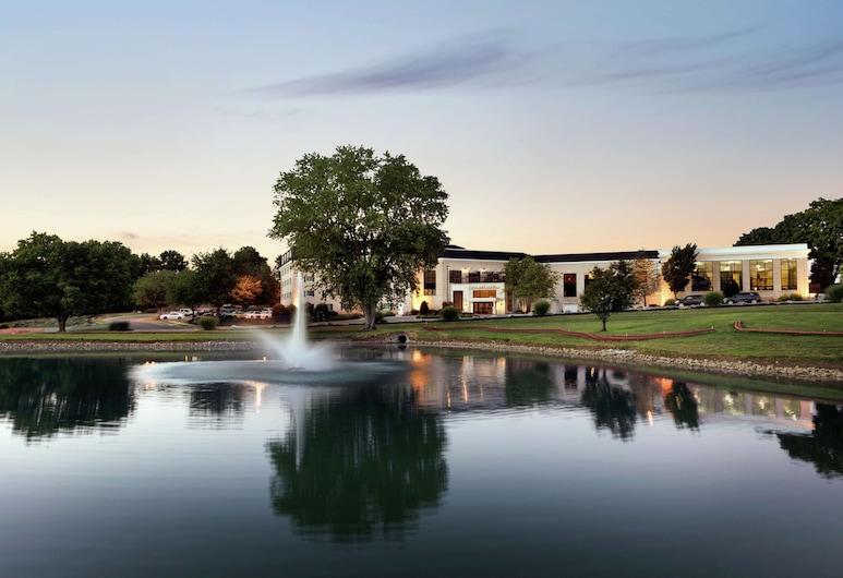 DoubleTree Resort by Hilton Lancaster, Lancaster, Exterior