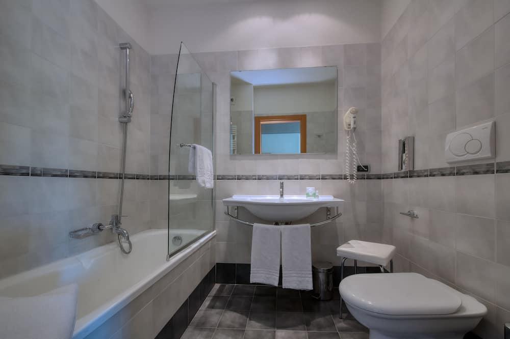 Junior Suite, Hill View - Bathroom