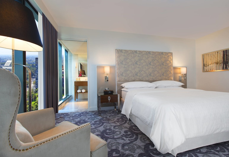 Sheraton Melbourne Hotel, Melbourne, Deluxe King Room (City View), Guest Room