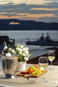 Enter your dates for special Canakkale last minute prices