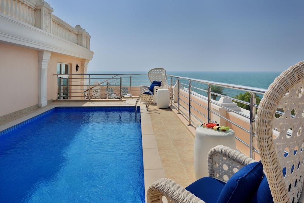 Kempinski hotel residences palm jumeirah dubai for Hotel with private swimming pool in dubai