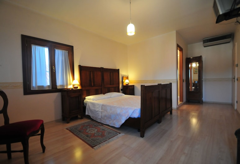 Locanda Sant'Anna, Venice, Superior Double or Twin Room, Private Bathroom, Canal View, Guest Room
