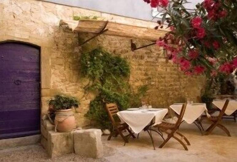 La Prévôté, L'Isle-sur-la-Sorgue, Restauration en terrasse